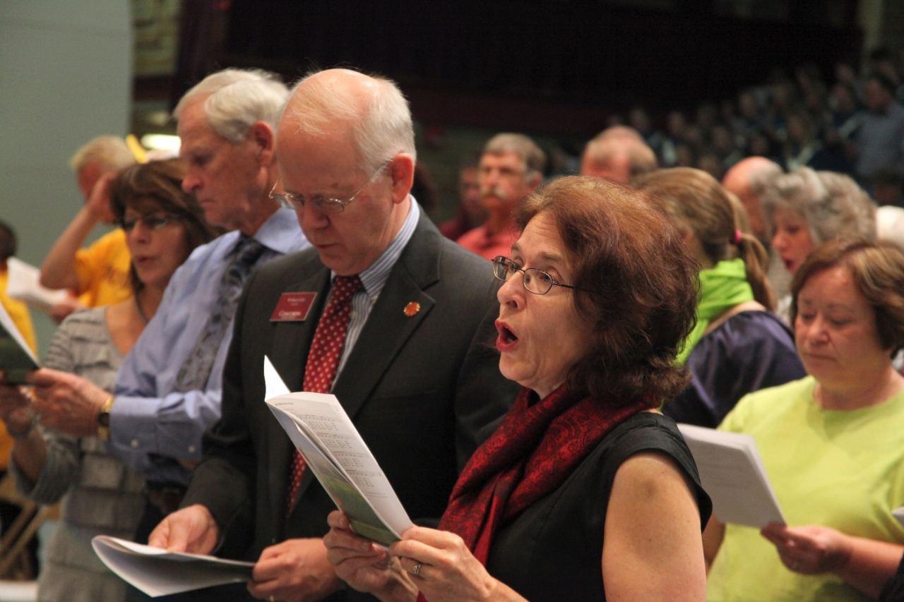 Photo by Riah Roe. President William Craft and his wife Anne sing along during the Family Weekend All Campus Worship on Sept. 25th.