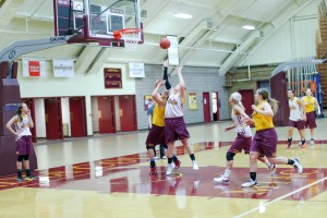 The women's basketball team adapts practices for the new four-quarter system. Photo by Maddie Malat.